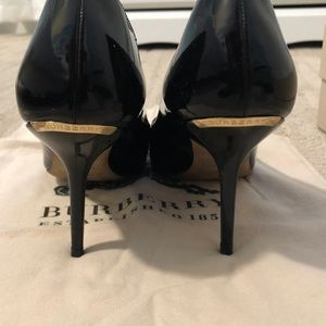 Burberry Women's patent Leather pumps